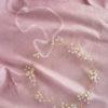 Złoty wianek z kwiatami i kryształkami na ślub