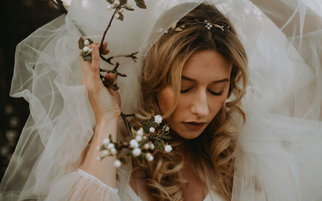 Inspiracje na wiosenny ślub, rustykalny wianek